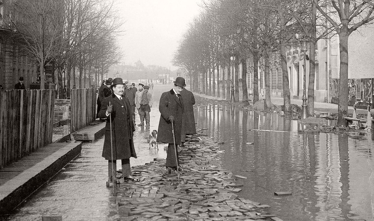 paris-underwater-great-flood-1910-18