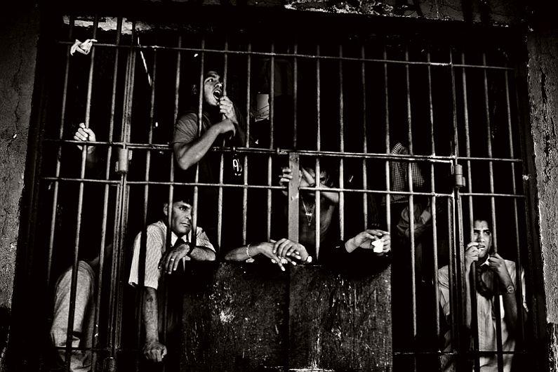 valerio-bispuri-encerrados-latin-american-prisons-01