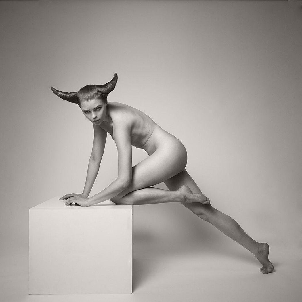 Arkadiusz-Branicki-Geometrical-Fine-Art-Nude-BW-Zodiac-06
