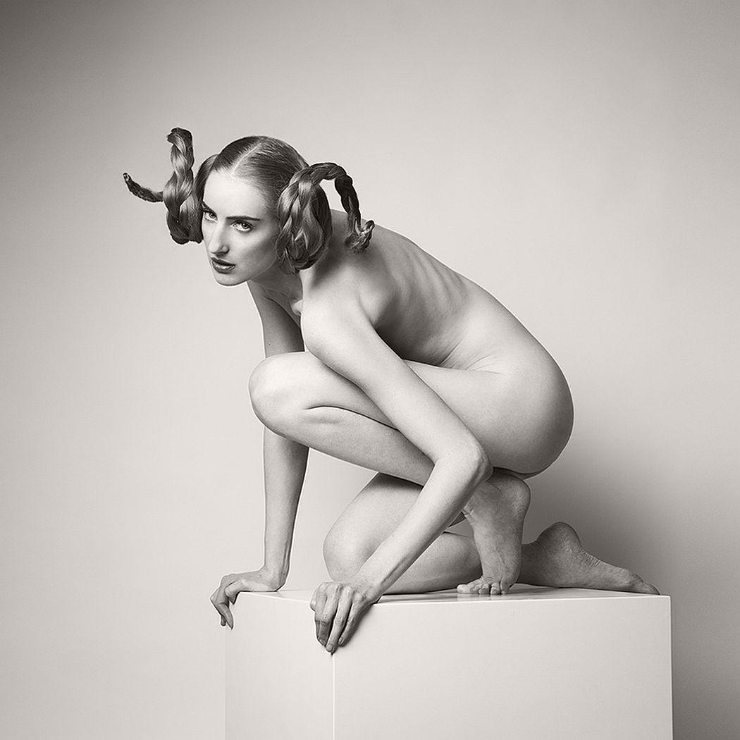 Arkadiusz-Branicki-Geometrical-Fine-Art-Nude-BW-Zodiac-07