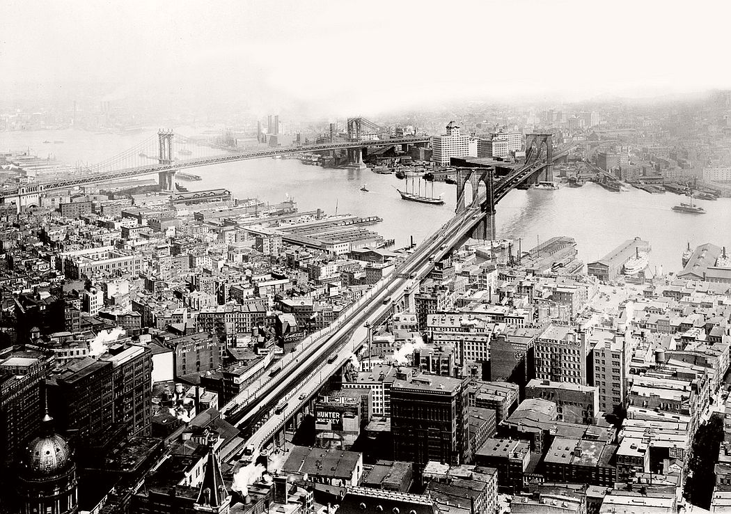 Vintage-Brooklyn-Bridge-and-Manhattan-Bridge-in-1913