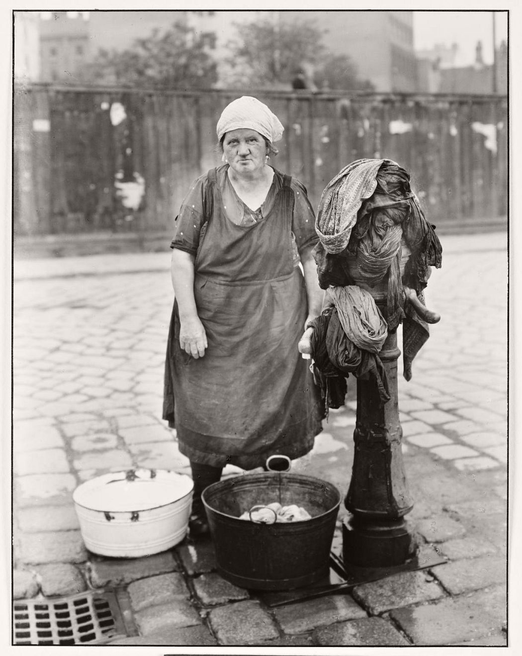 Washerwoman c. 1930, printed 1990 August Sander 1876-1964 ARTIST ROOMS  Tate and National Galleries of Scotland. Lent by Anthony d'Offay 2010 http://www.tate.org.uk/art/work/AL00131