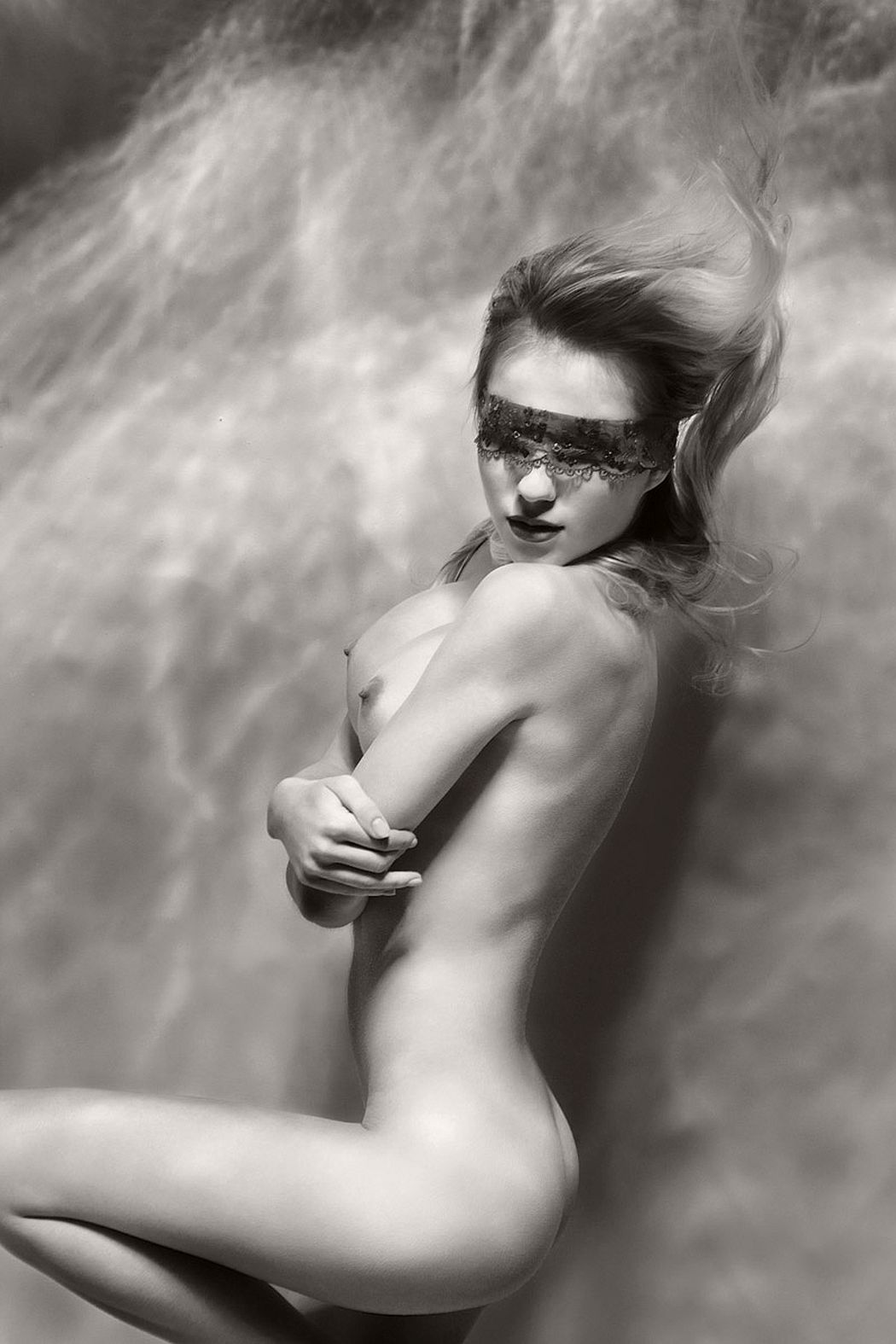 black-and-white-underwater-nudes-by-harry-fayt-05