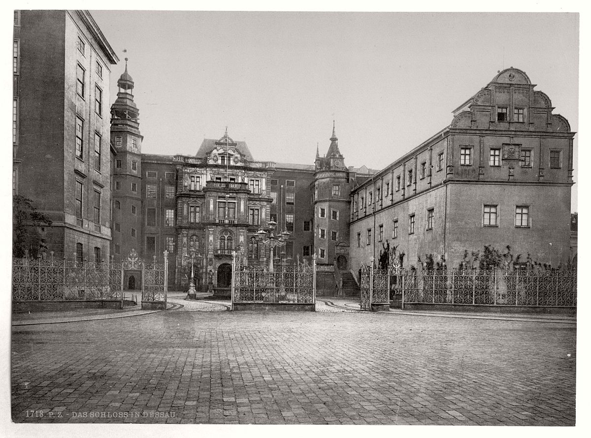 historic-bw-photo-german-Castle-of-Dessau-01