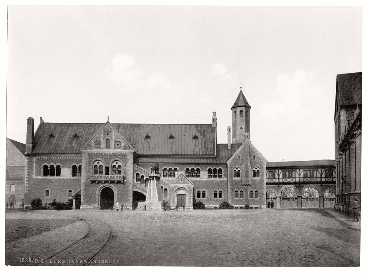 historic-bw-photo-german-Dankwarderode-Castle-05