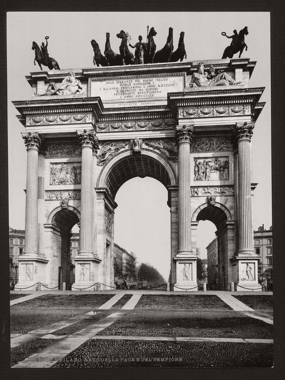 historic-bw-photos-of-milan-italy-in-19th-century-10