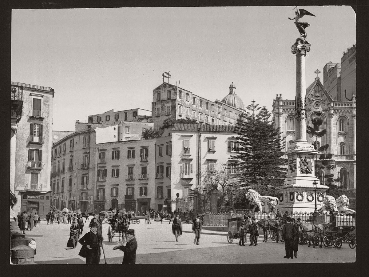 historic-bw-photos-of-naples-italy-in-19th-century-01