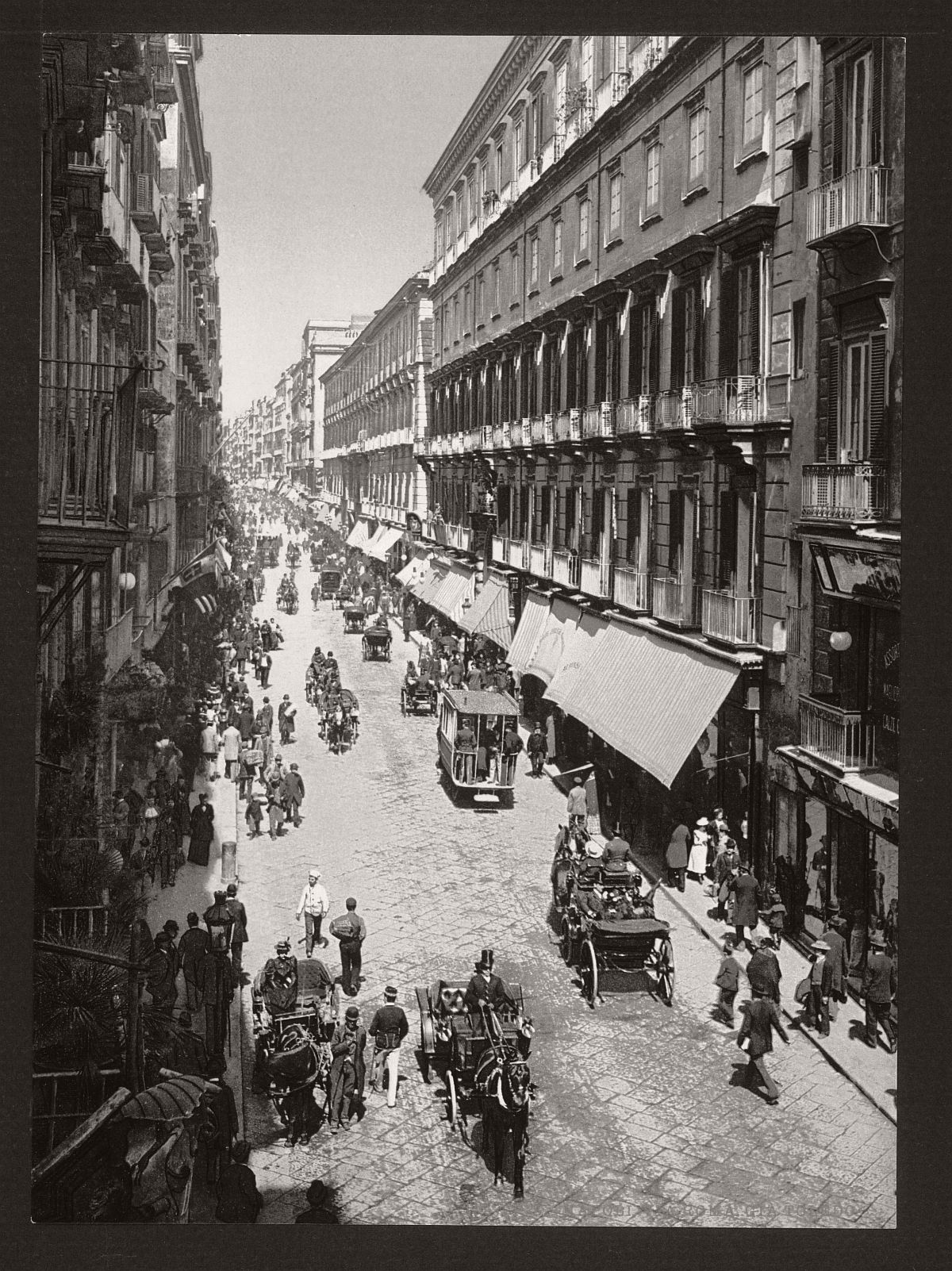 historic-bw-photos-of-naples-italy-in-19th-century-02