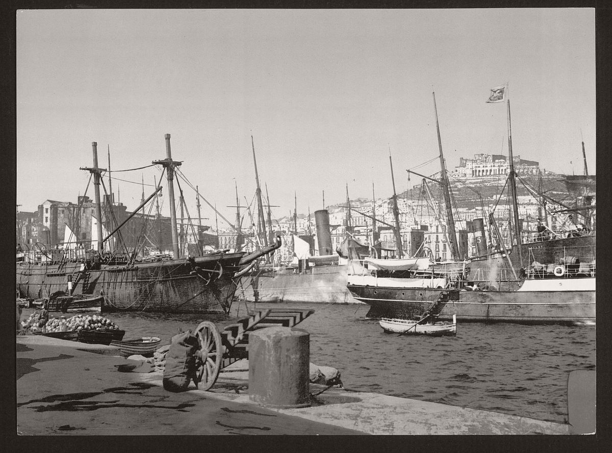 historic-bw-photos-of-naples-italy-in-19th-century-13