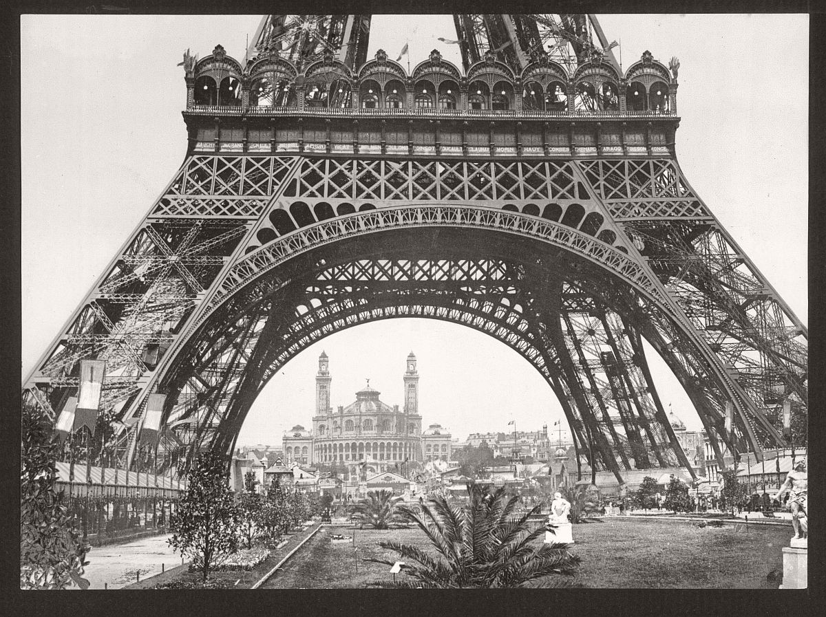 historic-bw-photos-of-paris-france-late-19th-century-18