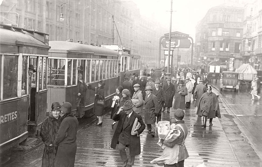 Historic photos of City Life of Berlin during the interwar period ...