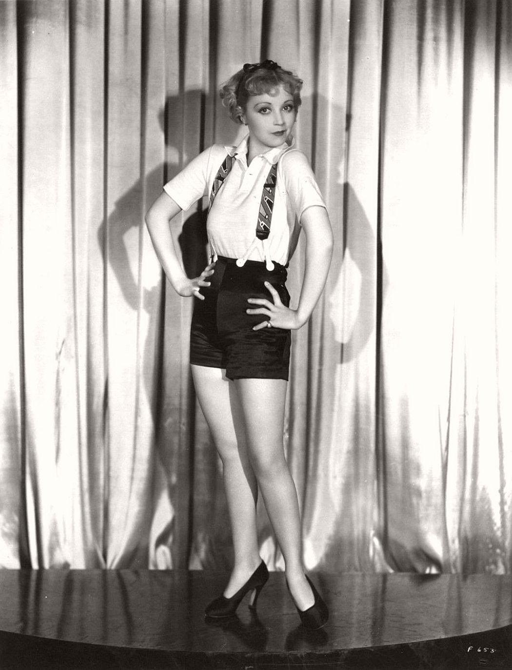 vintage-black-white-portrait-hollywood-movie-actress-1930s-Alice-White