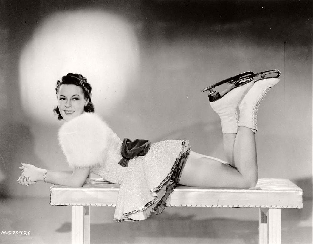 vintage-black-white-portrait-hollywood-movie-actress-1930s-Bess-Ehrhardt