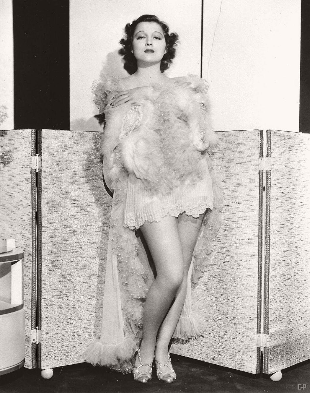 vintage-black-white-portrait-hollywood-movie-actress-1930s-Frances-Drake