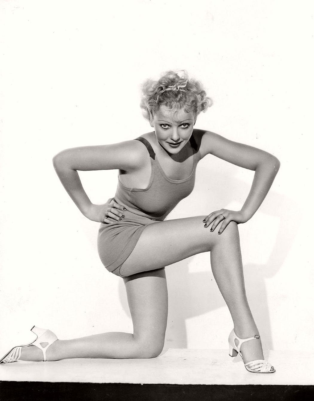 vintage-black-white-portrait-hollywood-movie-actress-1930s-Ida-Lupino