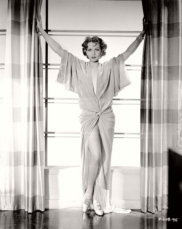 vintage-black-white-portrait-hollywood-movie-actress-1930s-Juliette-Compton