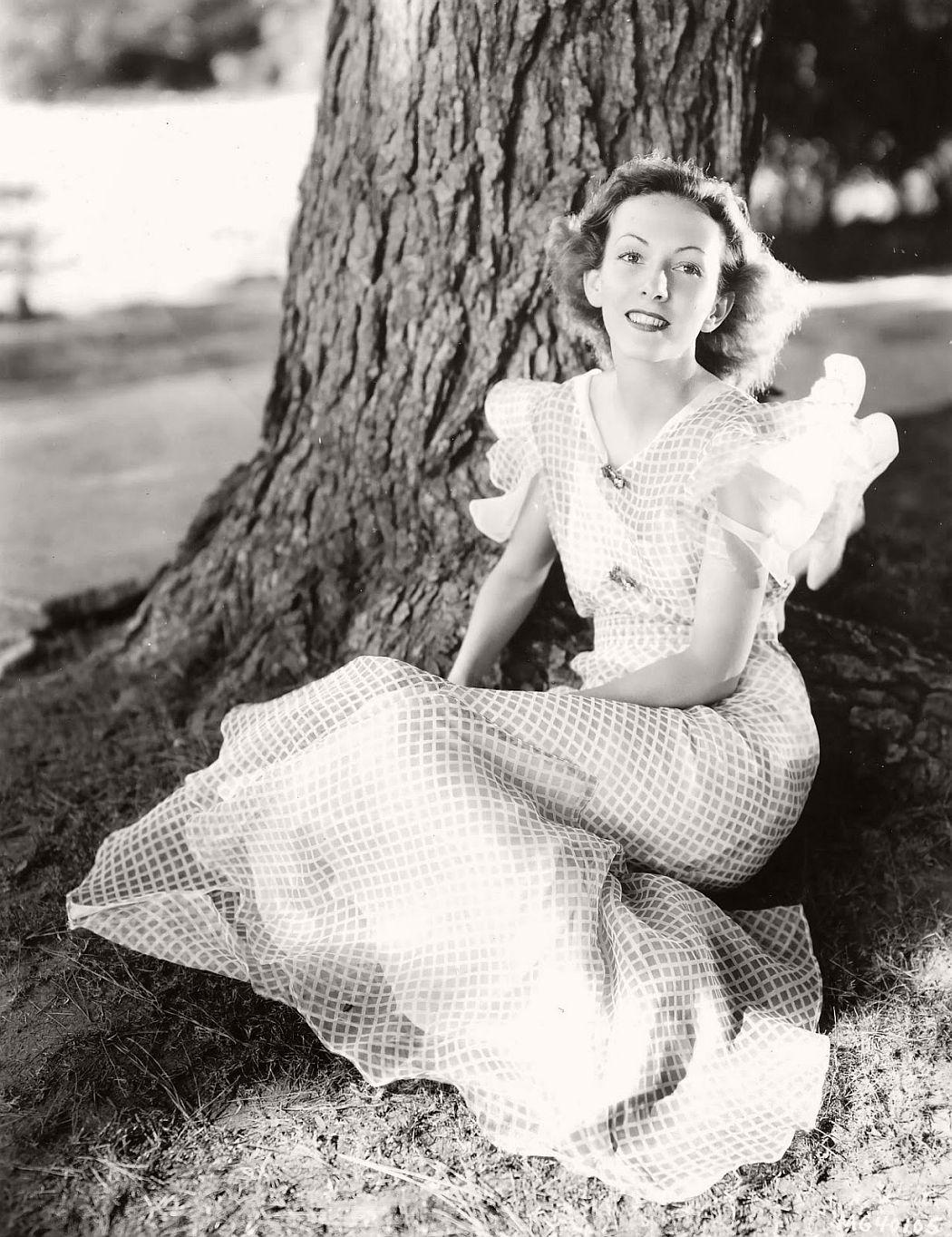 vintage-black-white-portrait-hollywood-movie-actress-1930s-Karen-Morley