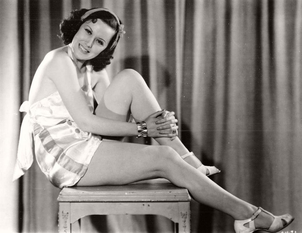 vintage-black-white-portrait-hollywood-movie-actress-1930s-Pat-Royale