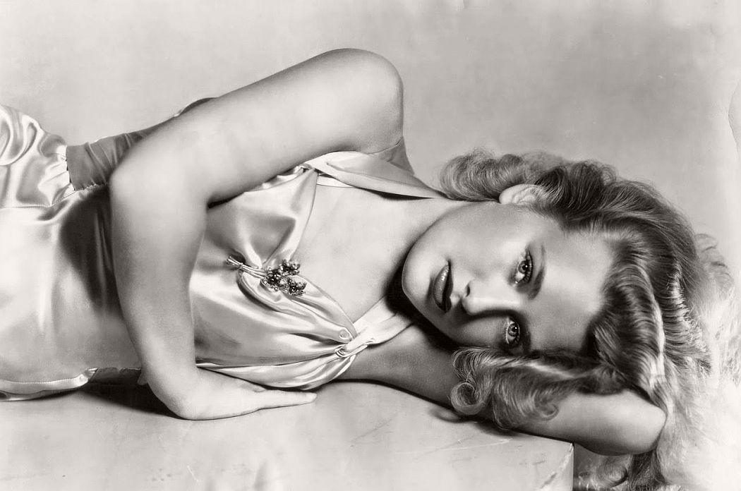 vintage-black-white-portrait-hollywood-movie-actress-1930s-Priscilla-Lane