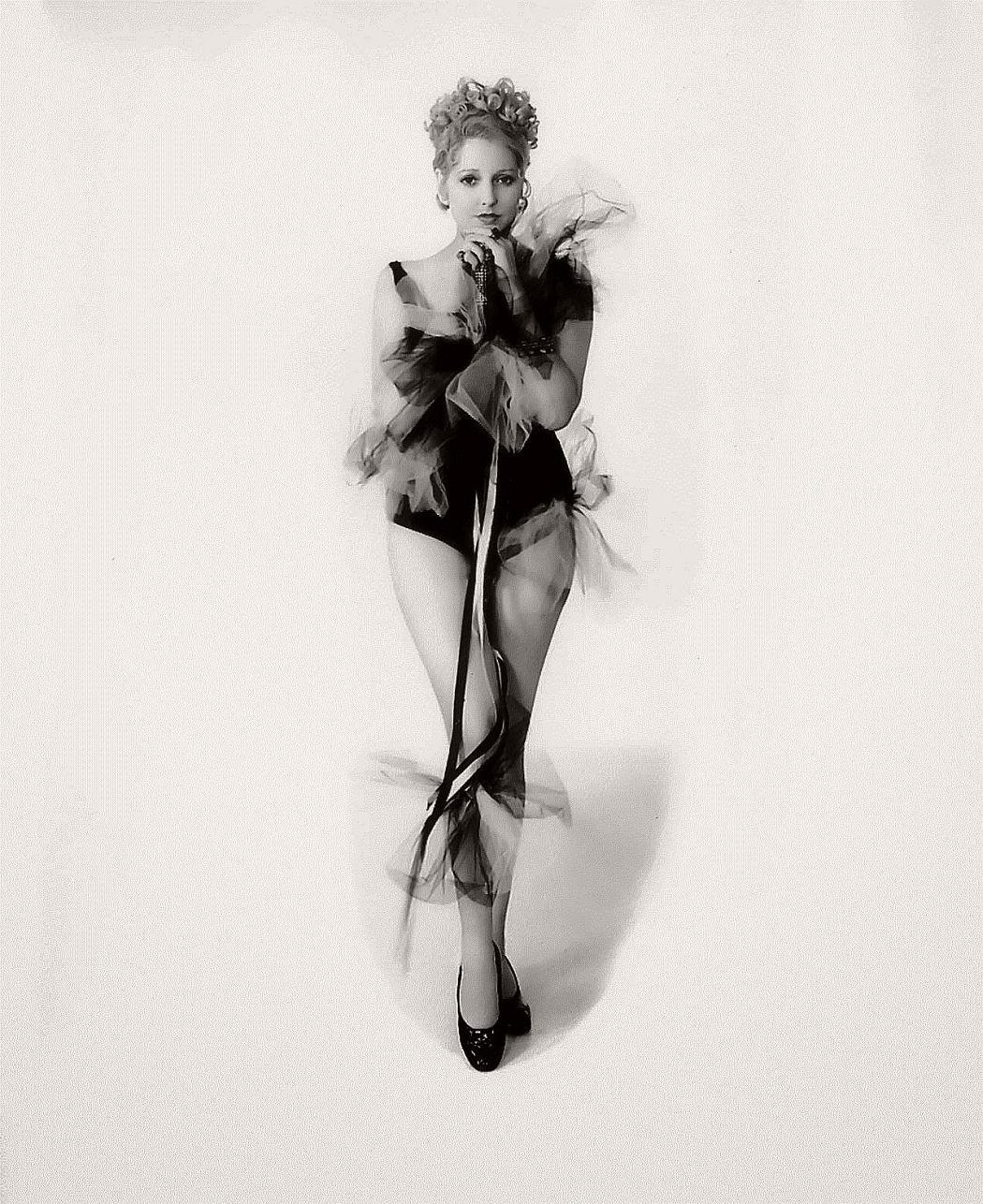 vintage-black-white-portrait-hollywood-movie-actress-1930s-Thelma-Todd