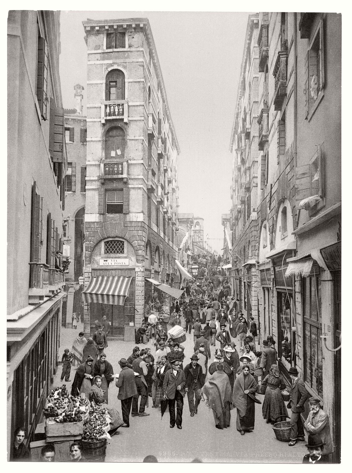 vintage-bw-photos-of-venice-italy-in-19th-century-07