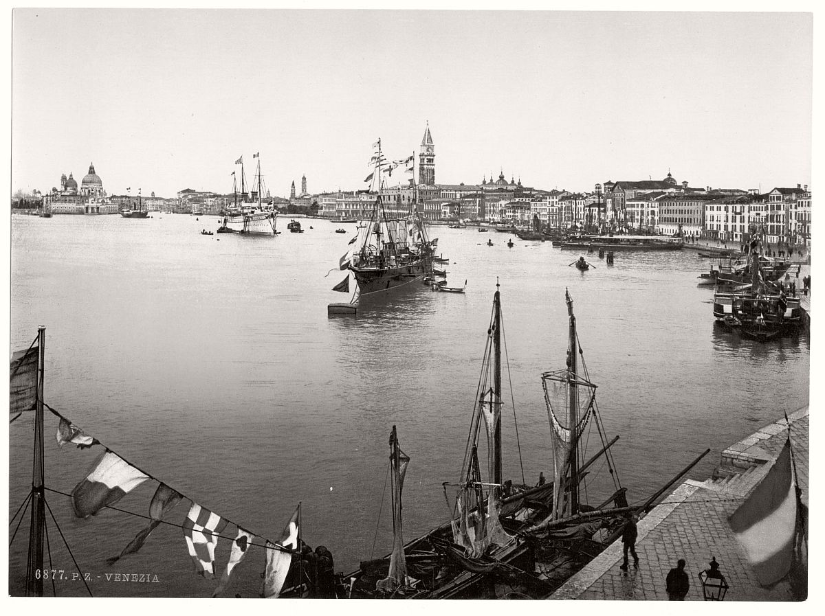 vintage-bw-photos-of-venice-italy-in-19th-century-11