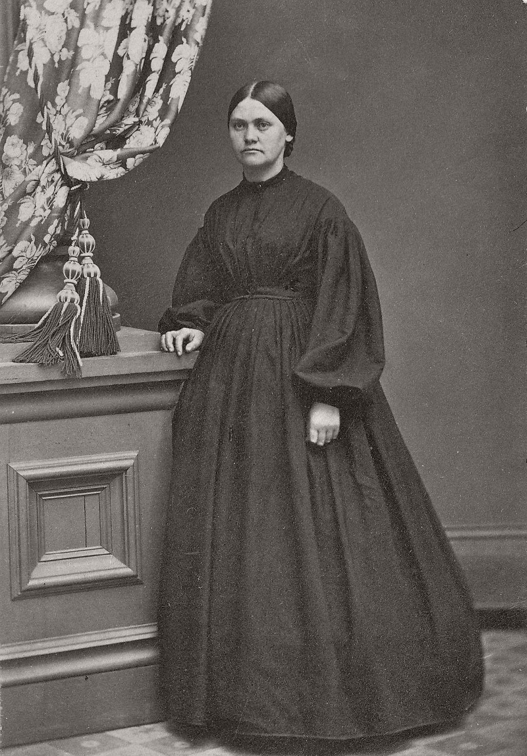 Vintage Daguerreotypes of widows in mourning (Victorian era, 1800s)