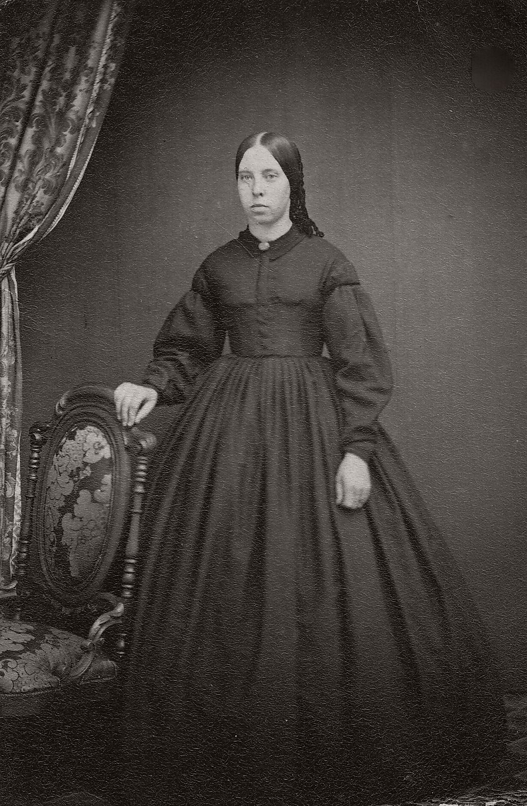 vintage-daguerreotypes-of-widows-in-mourning-victorian-era-1800s-33