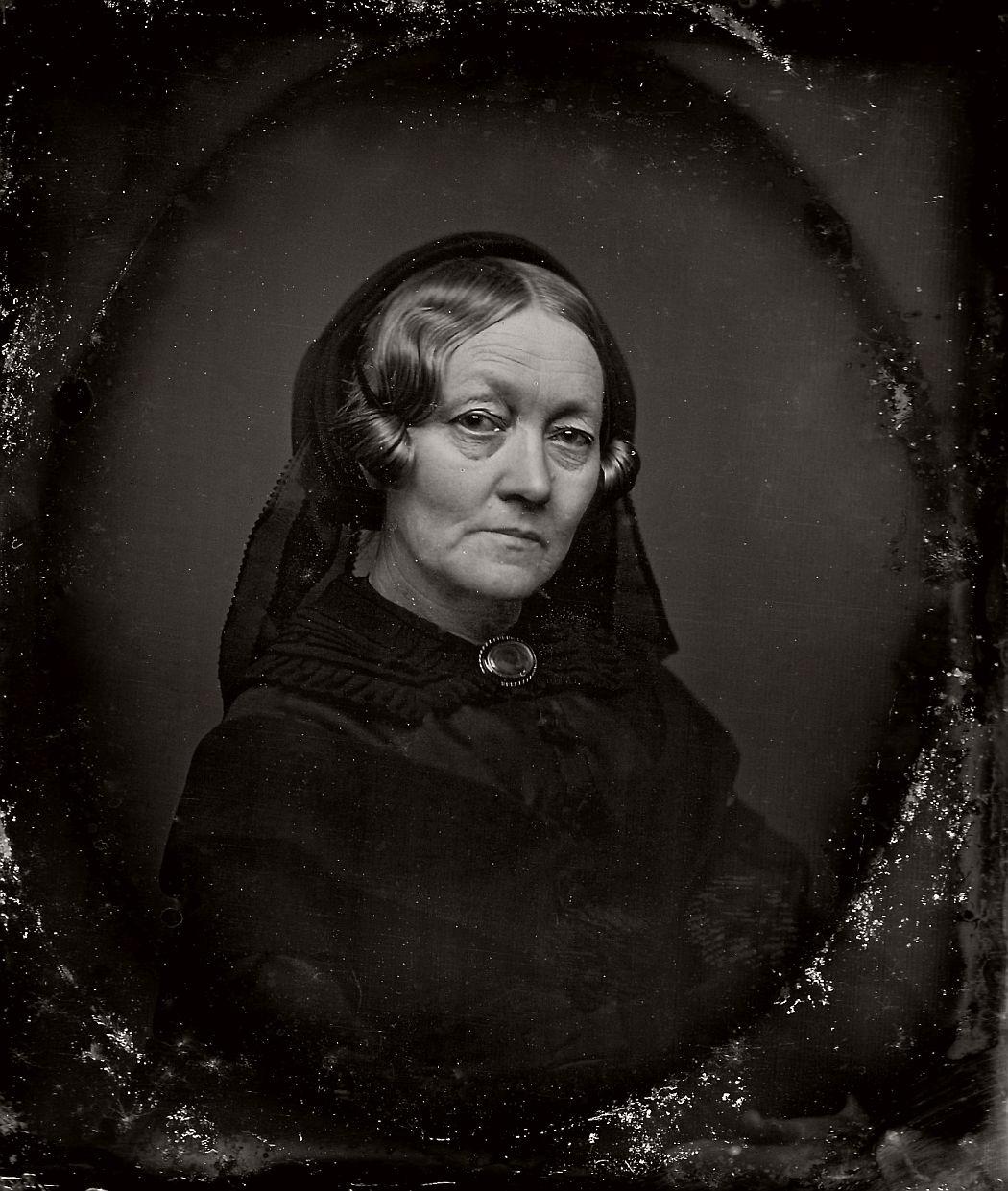 vintage-daguerreotypes-of-widows-in-mourning-victorian-era-1800s-42