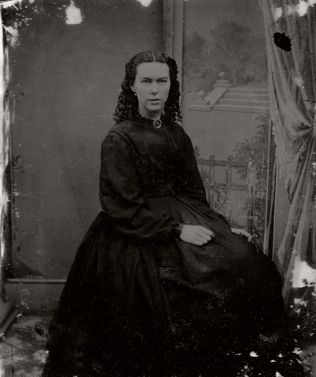 vintage-daguerreotypes-of-widows-in-mourning-victorian-era-1800s-44