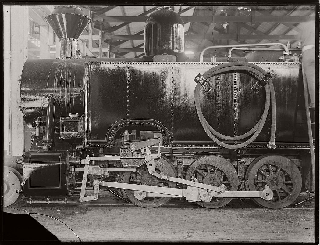 vintage-glass-plate-negatives-of-workers-and-the-machinery-they-manufactured-1900s-15