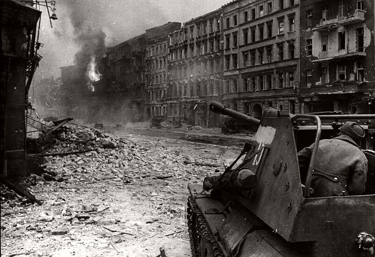 vintage-historic-photos-of-the-battle-of-berlin-1945-b&w-03