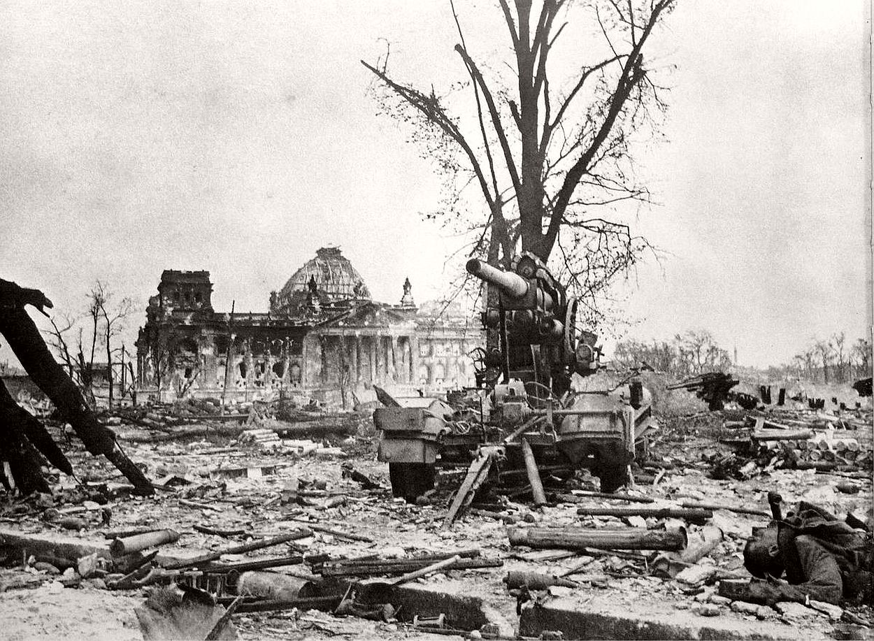 vintage-historic-photos-of-the-battle-of-berlin-1945-b&w-06