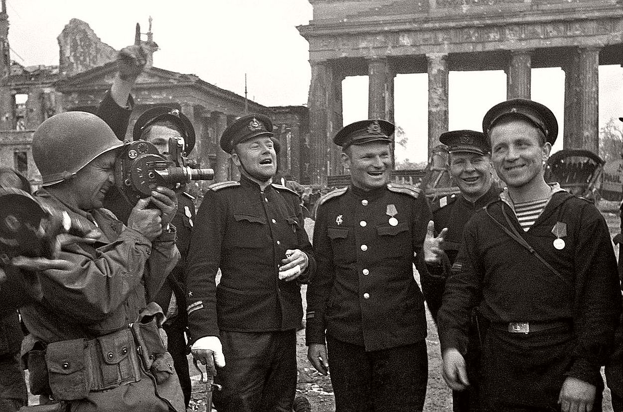 vintage-historic-photos-of-the-battle-of-berlin-1945-b&w-24