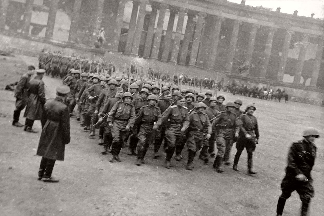 vintage-historic-photos-of-the-battle-of-berlin-1945-b&w-25