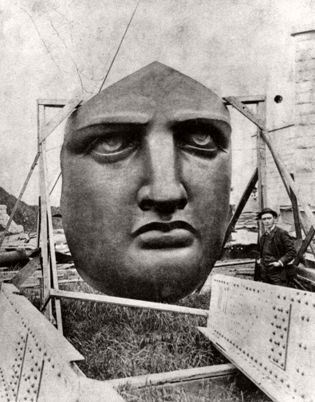 vintage-images-of-statue-of-liberty-under-construction-1880s-01