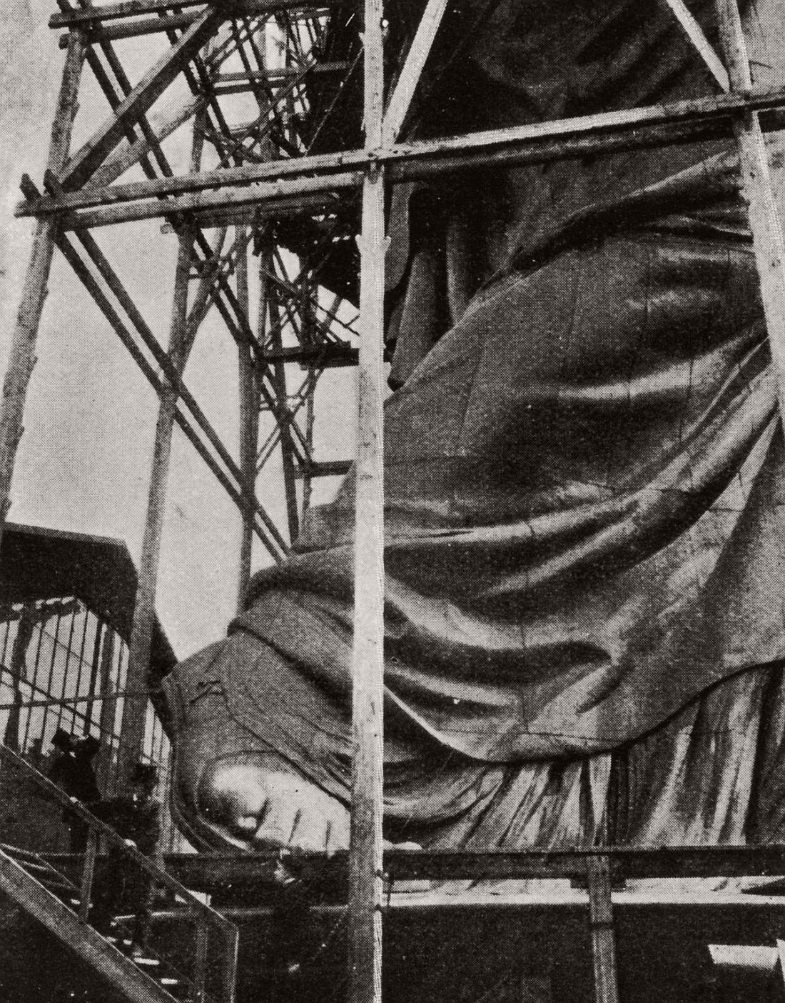 vintage-images-of-statue-of-liberty-under-construction-1880s-51
