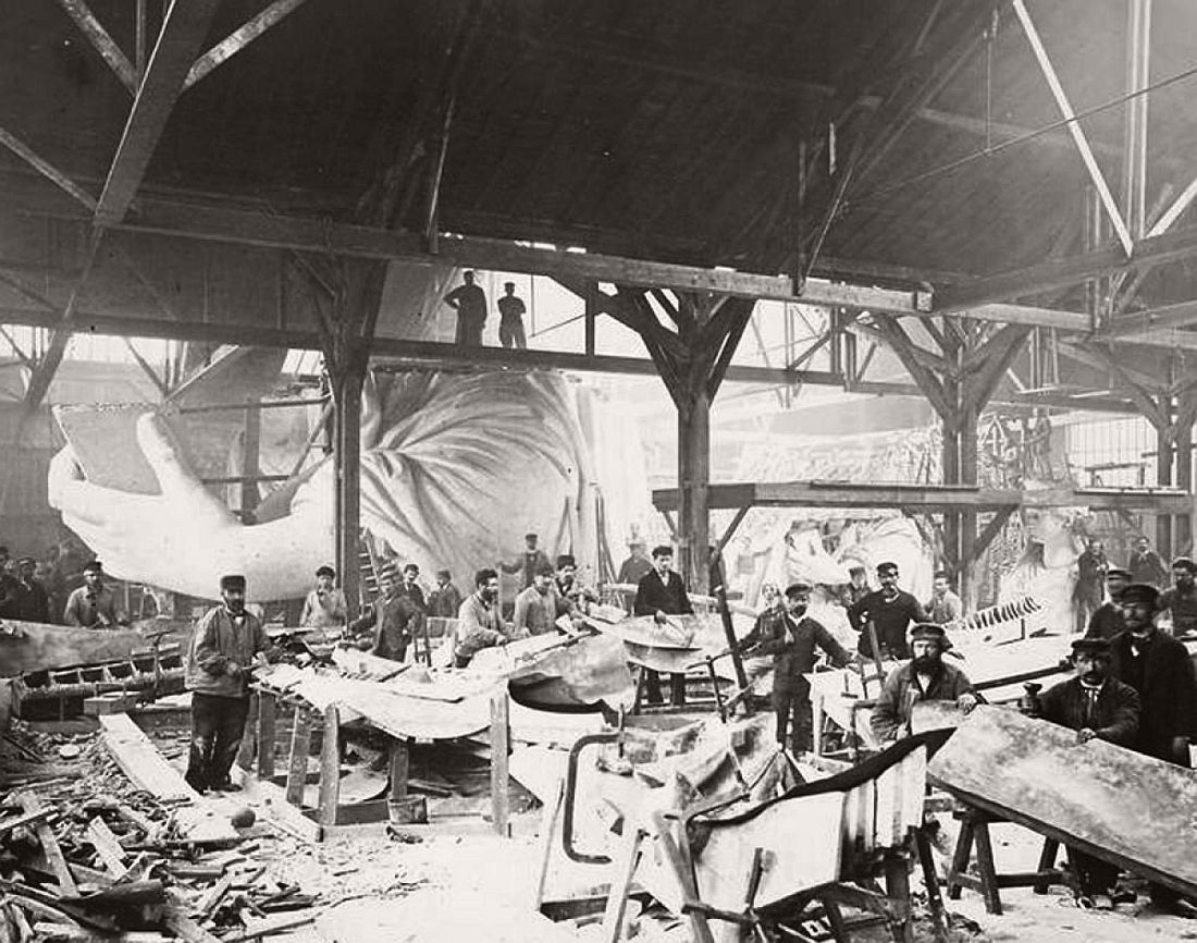 vintage-images-of-statue-of-liberty-under-construction-1880s-91