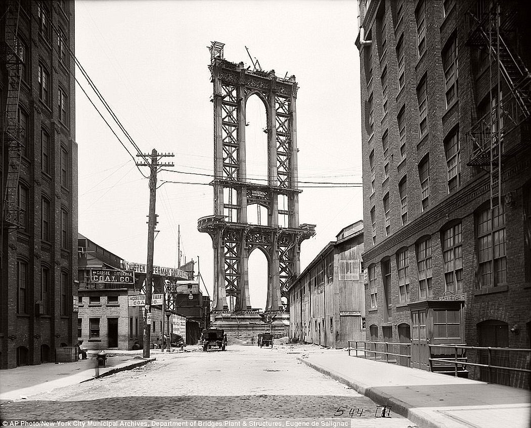vintage-manhattan-bridge-under-construction-new-york-in-1908-05