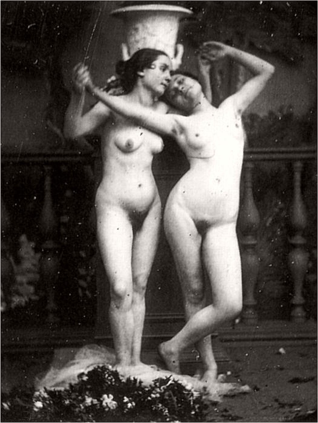 Retro lesbian nude-8313