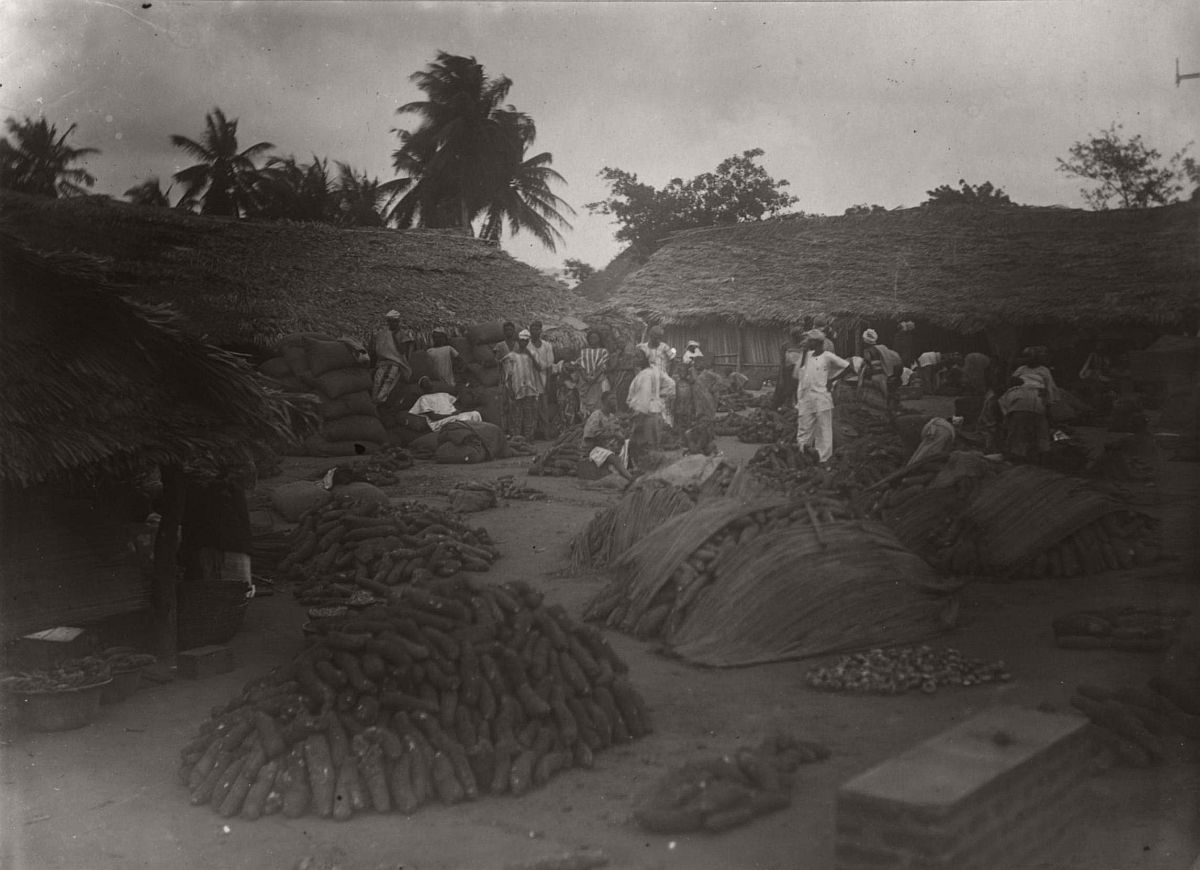 vintage-photo-west-africa-village-people-1910-1913-lagos-nigeria-22