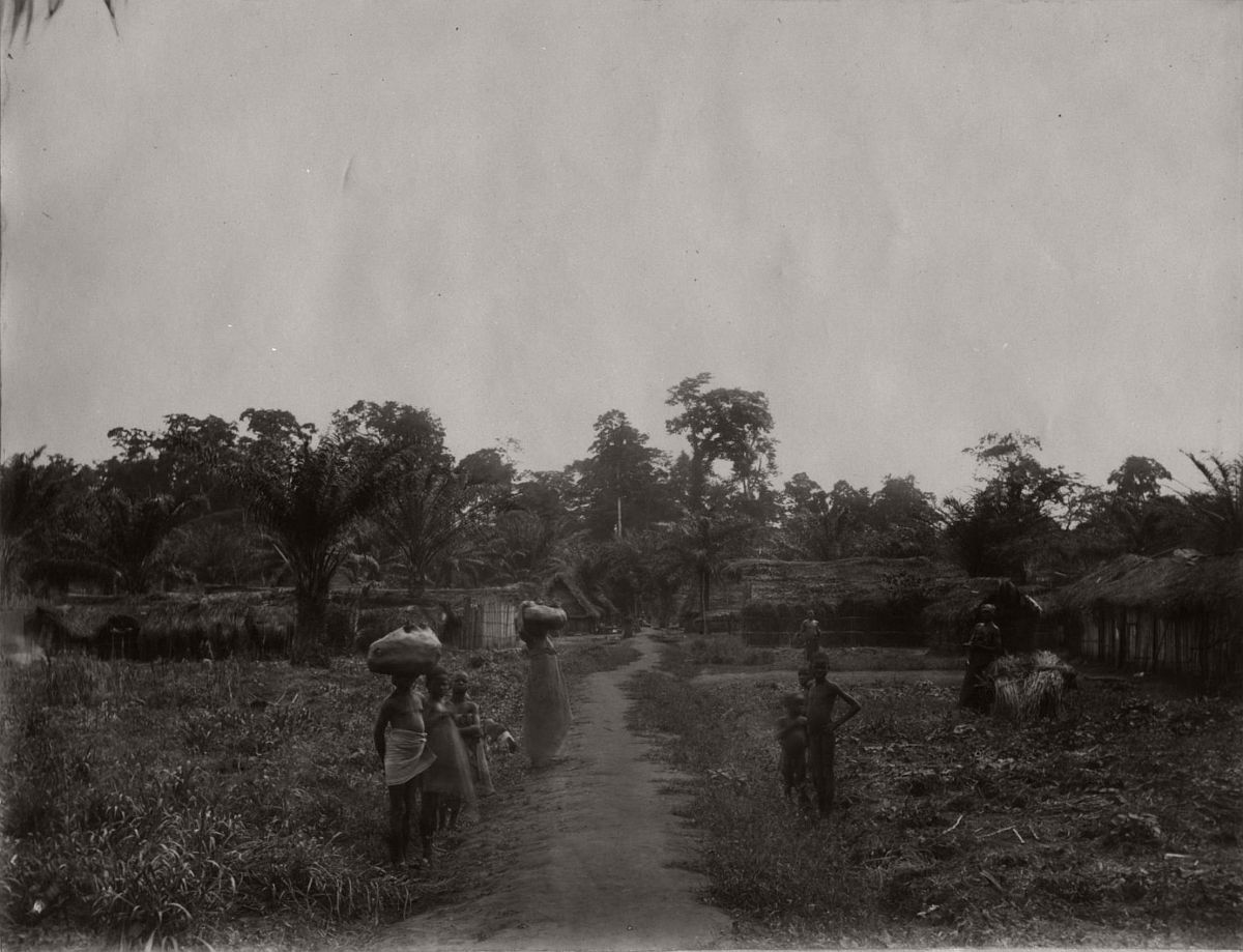 vintage-photo-west-africa-village-people-1910-1913-lagos-nigeria-26