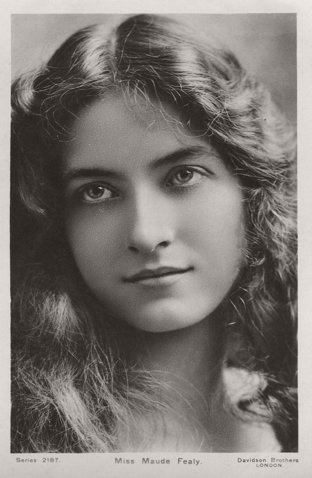 vintage-postcard-of-actress-miss-maude-fealy-1900s-early-xx-century-02