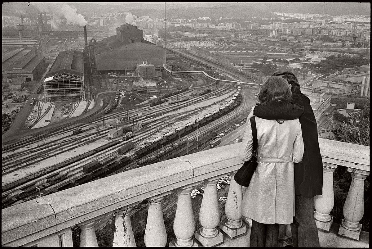 fd02b589d59 ITALY. Naples. 1971. Henri Cartier-Bresson  Landscapes