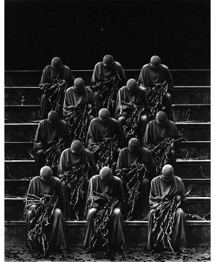 misha-gordin-crowd-and-shadows-of-the-dream-02