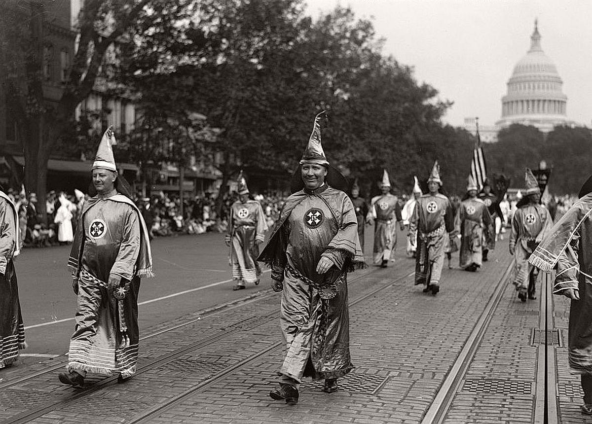 vintage-ku-klux-klan-parade-in-1920s-09
