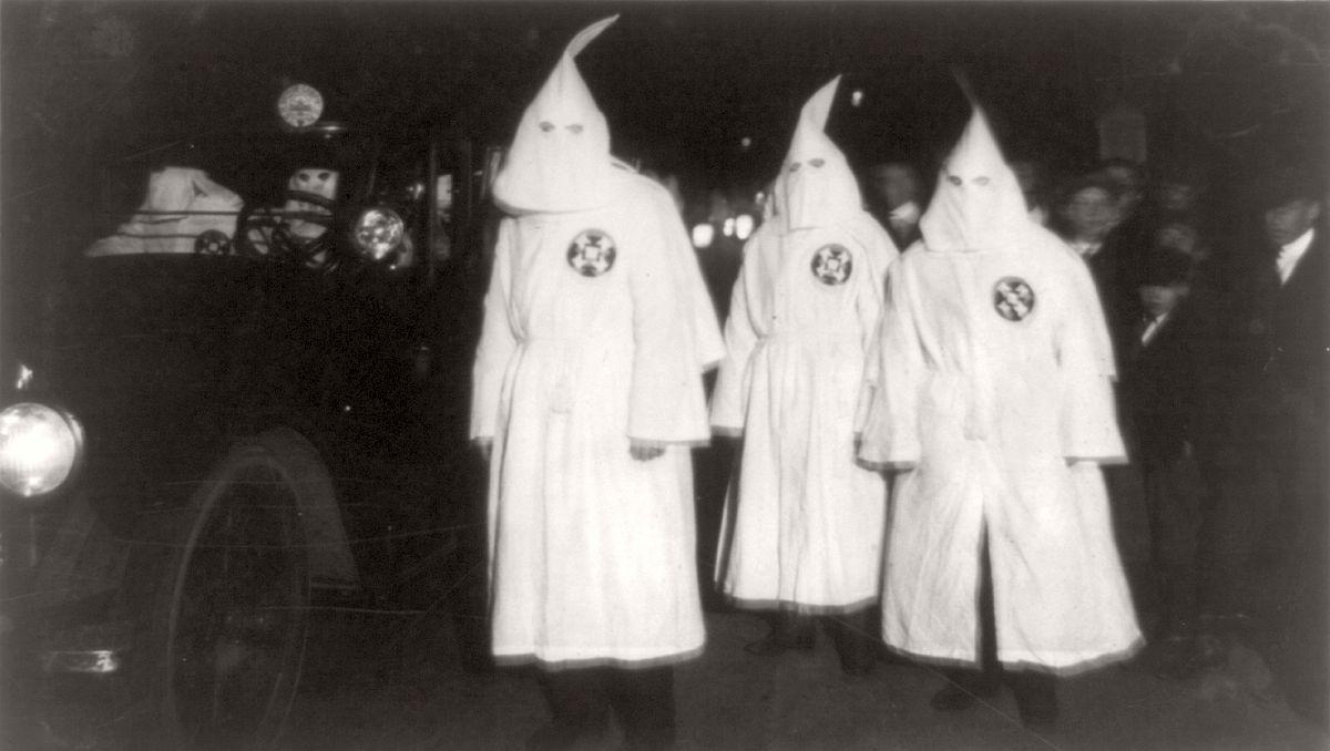 vintage-ku-klux-klan-parade-in-1920s-12