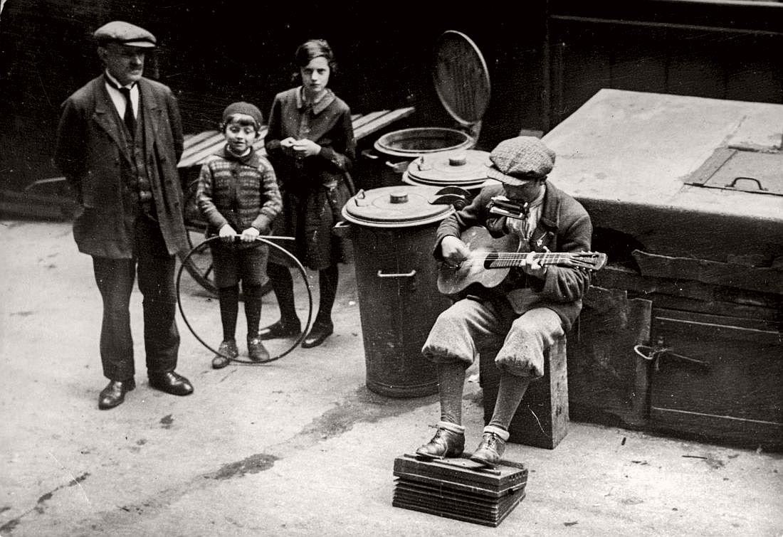 Street musician, Poznan, 1932
