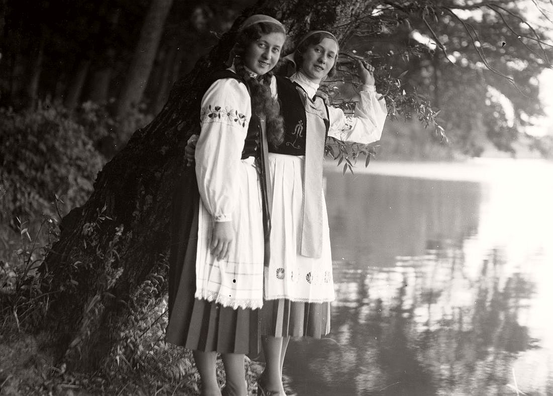 Costumes from Kashuby, Truskawiec, 1933