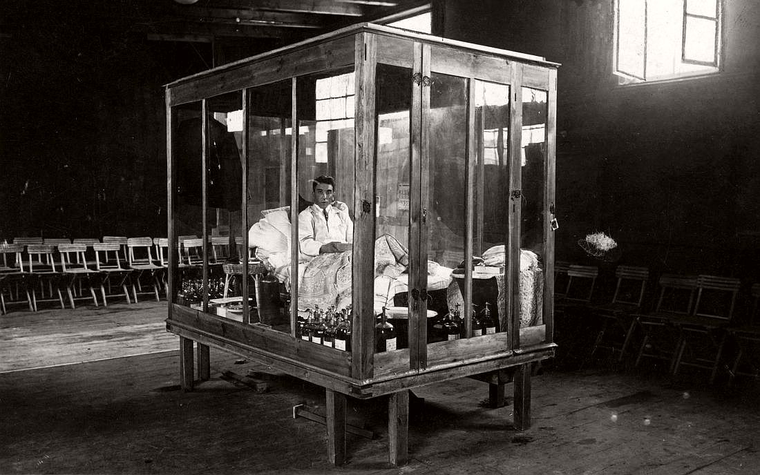 P. Kriese from Lodz closed in the glass cabinet while beating the world record in the length of fasting. Poznan, 1929